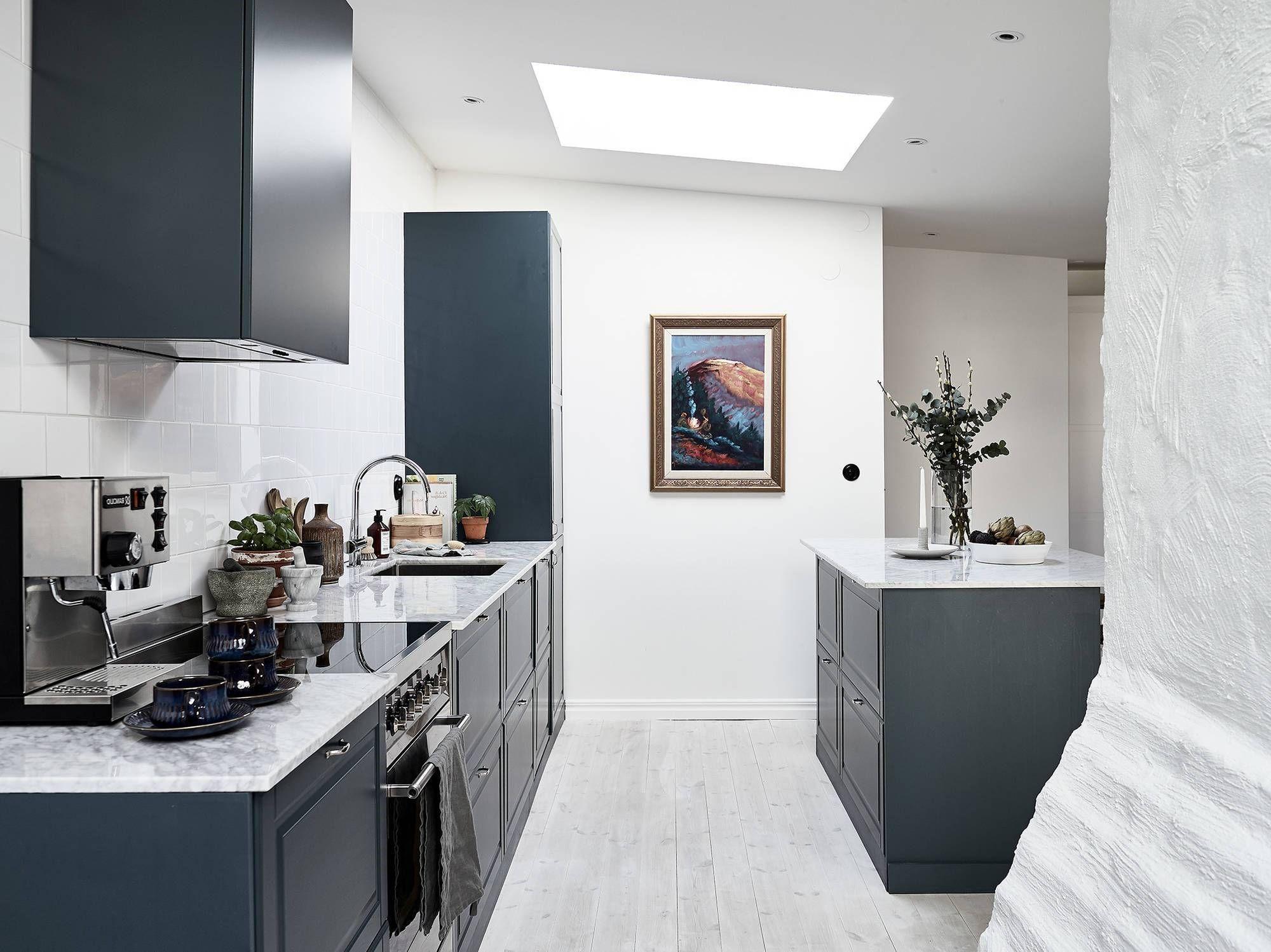 Une cuisine bleu canard apportera un look moderne dans votre maison.