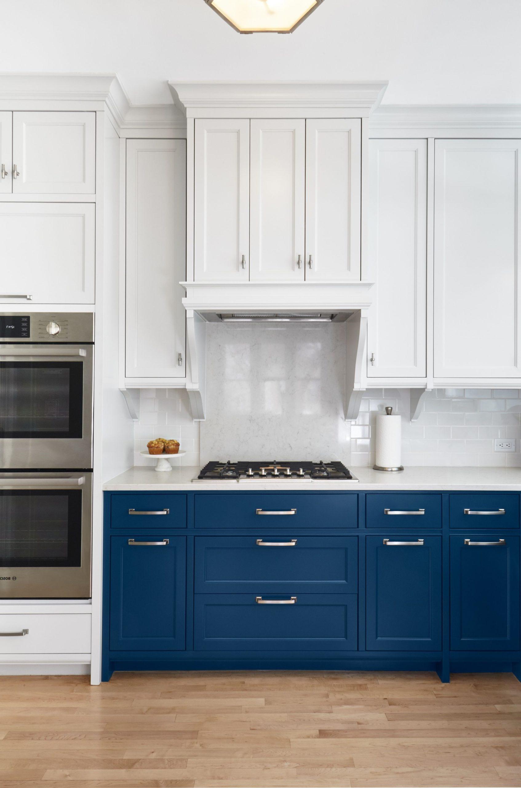 Ajoutez un simple accent bleu canard dans votre cuisine.