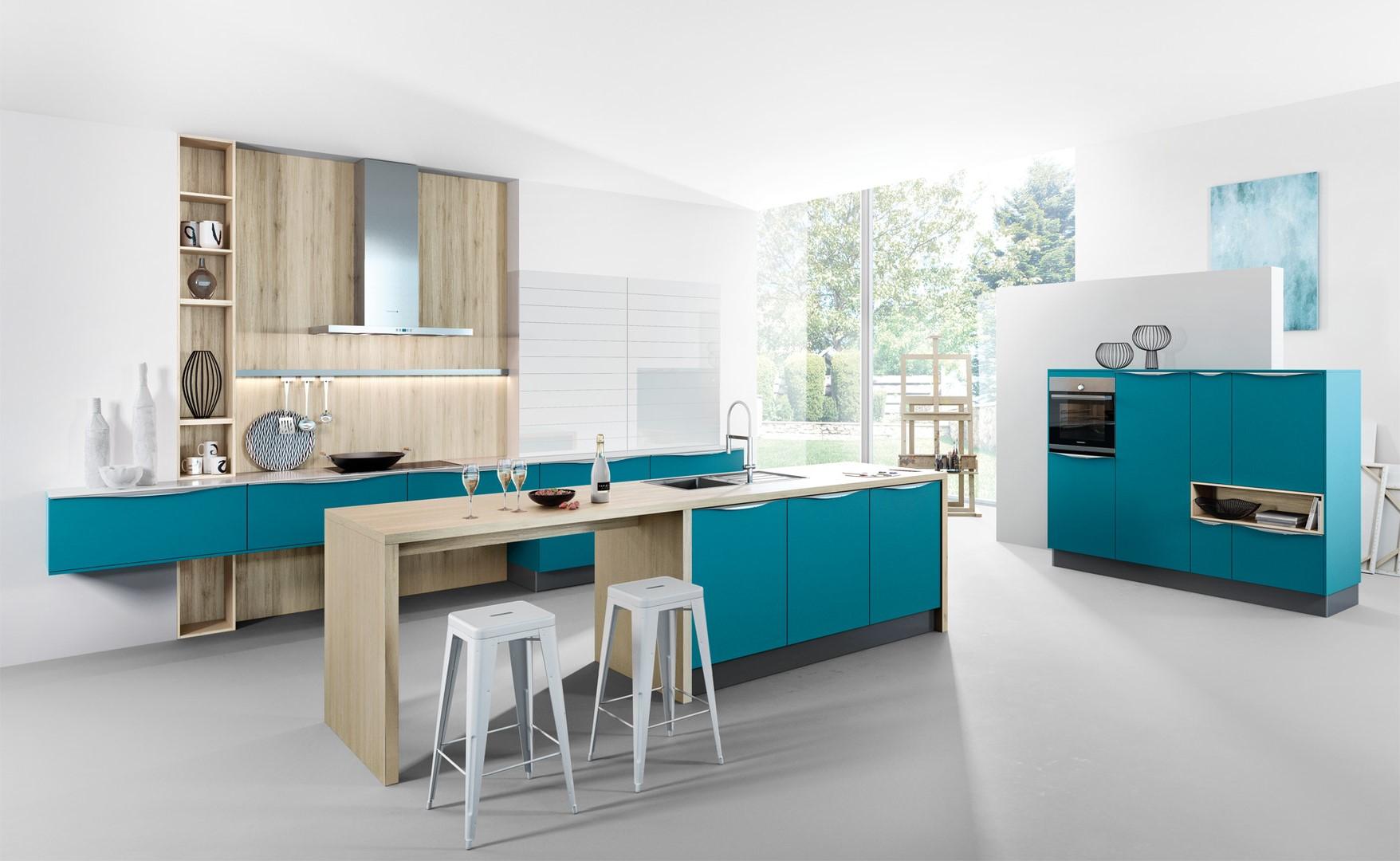 Armoires de cuisine bleu canard modernes.