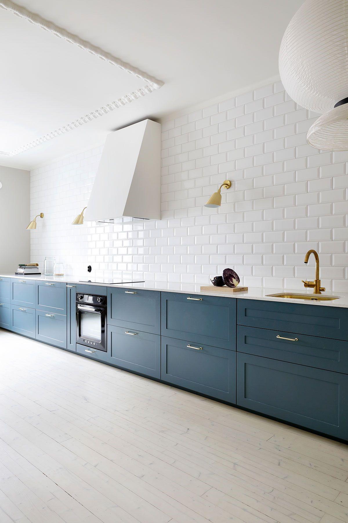 Cuisine bleu canard moderne.