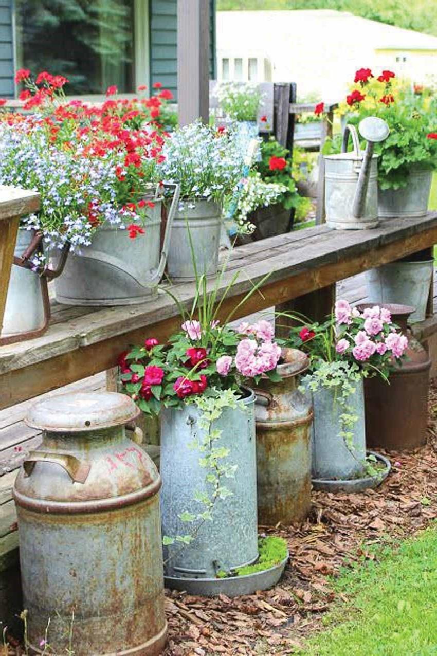 Bricolage pour jardin avec des fleurs.