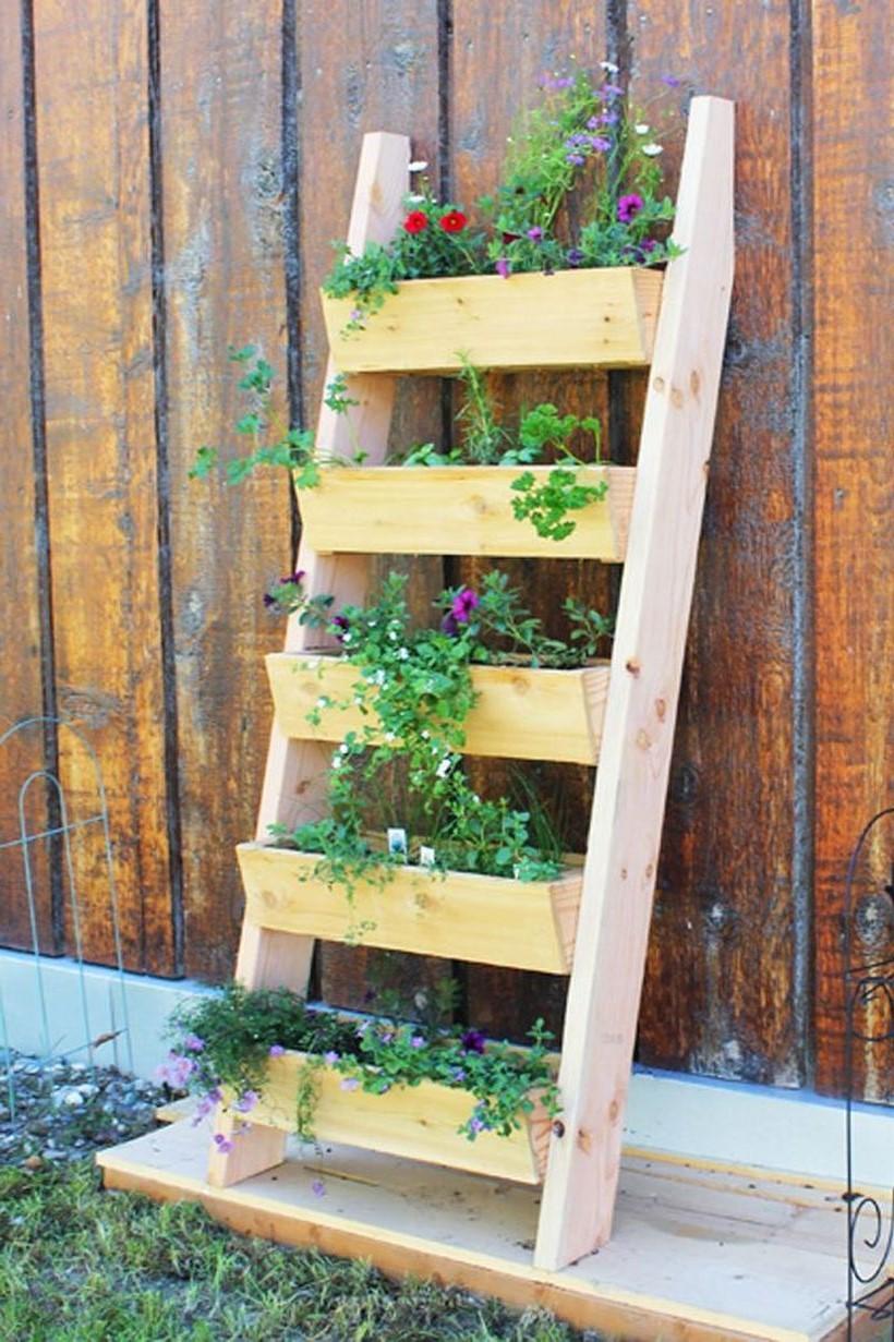 bricolage pour jardin: Construisez une jardinière en utilisant une échelle.