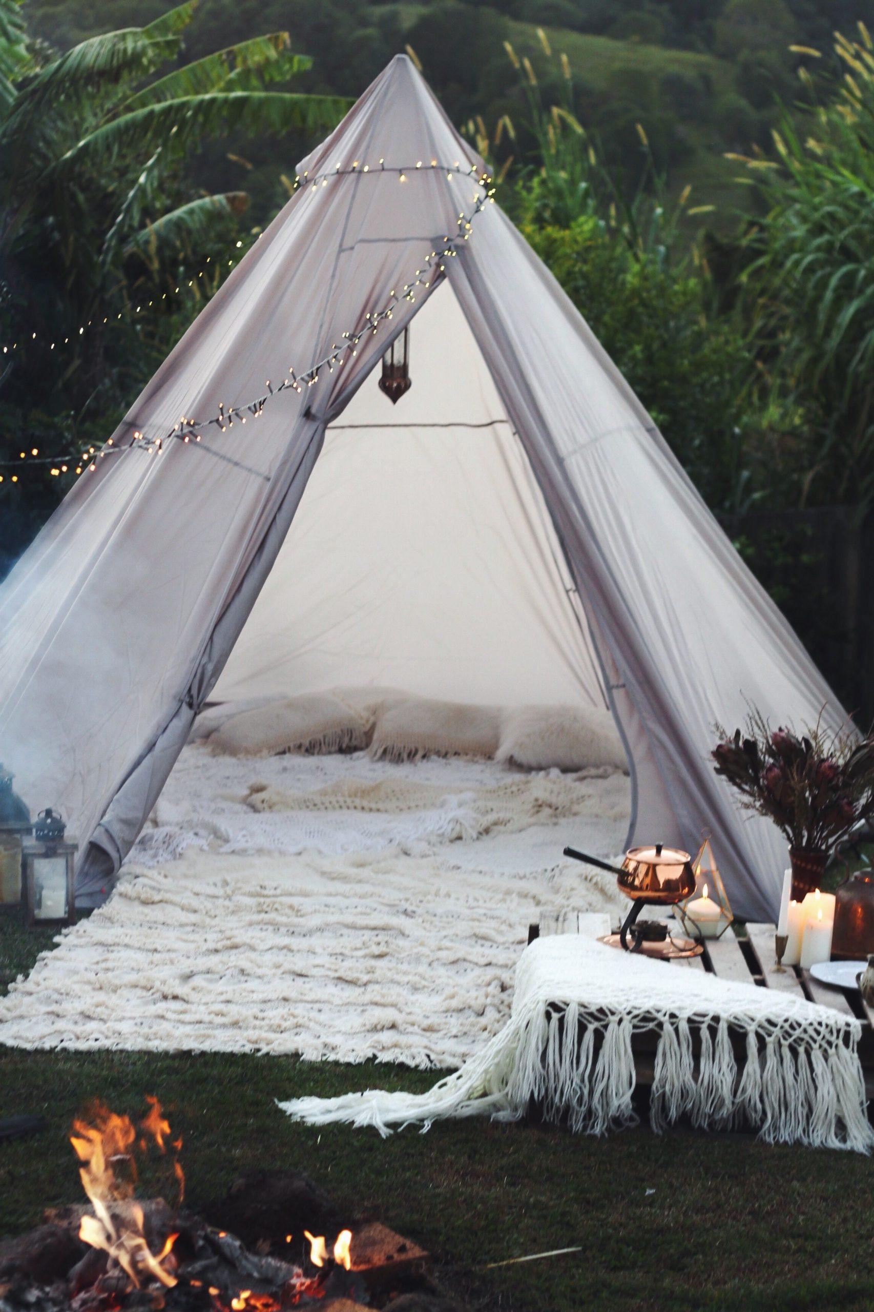 Bricolage de jardin: Camping sous le ciel nocturne.