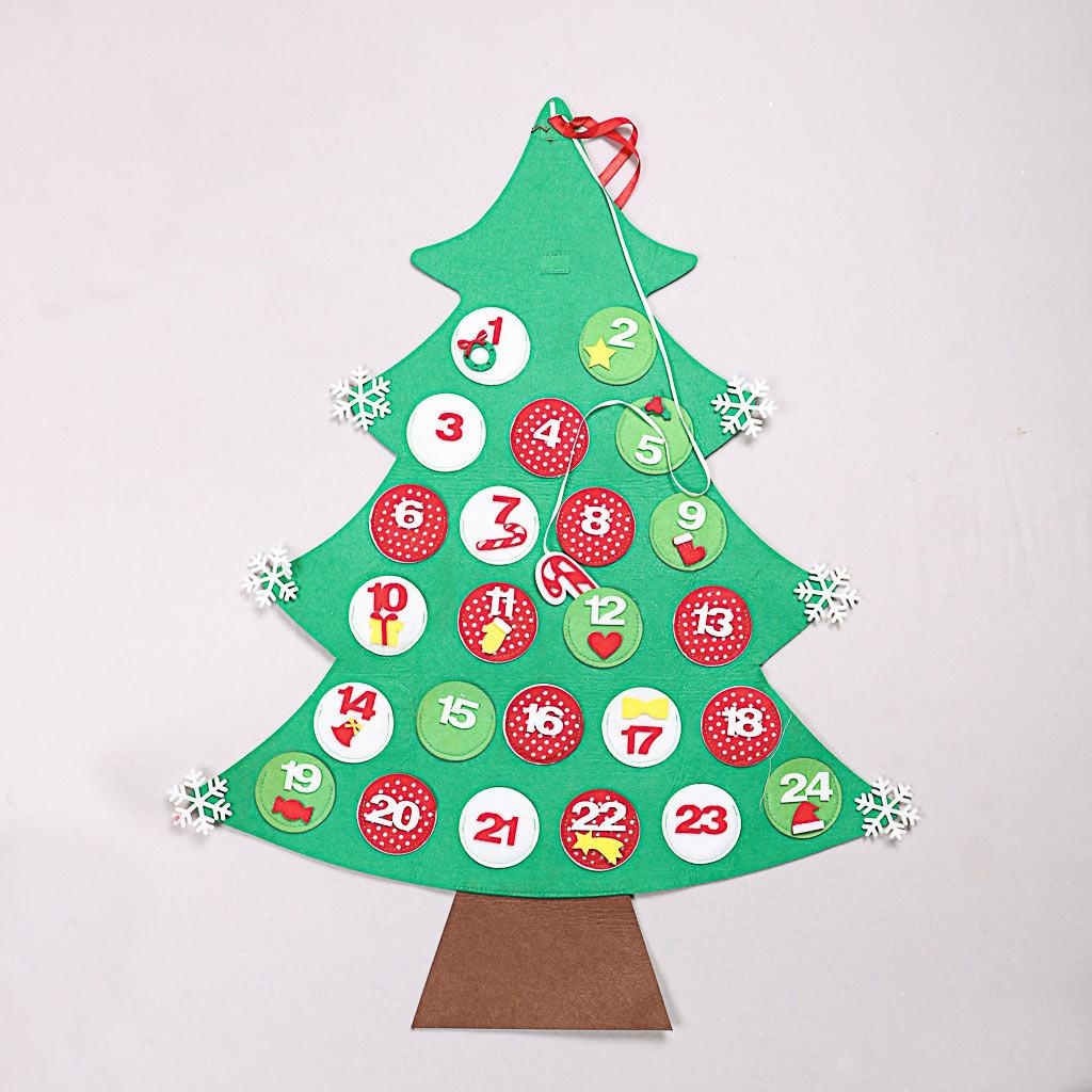 Calendrier de l'Avent en forme de sapin de Noël.