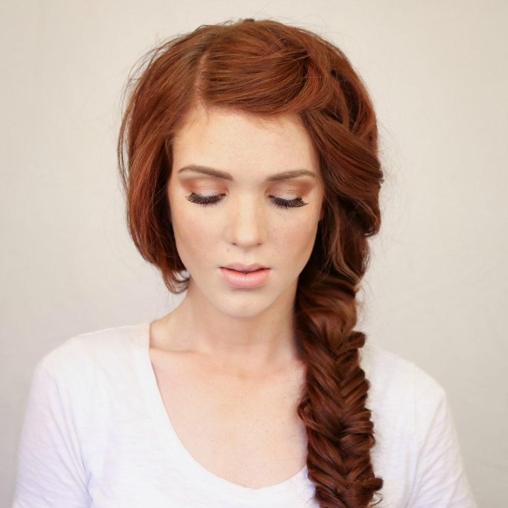 Coiffures simples pour les cheveux longs: tresse facile.