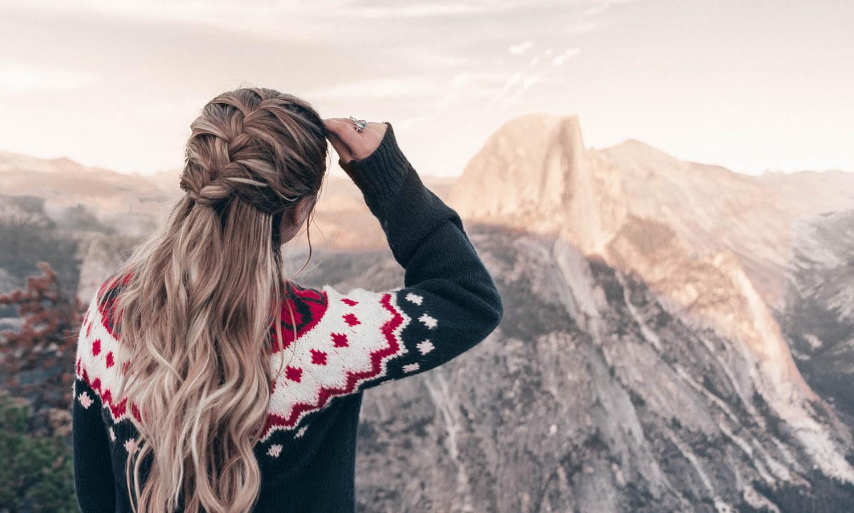 Coiffures simples pour les cheveux longs: tresse facile à réaliser.