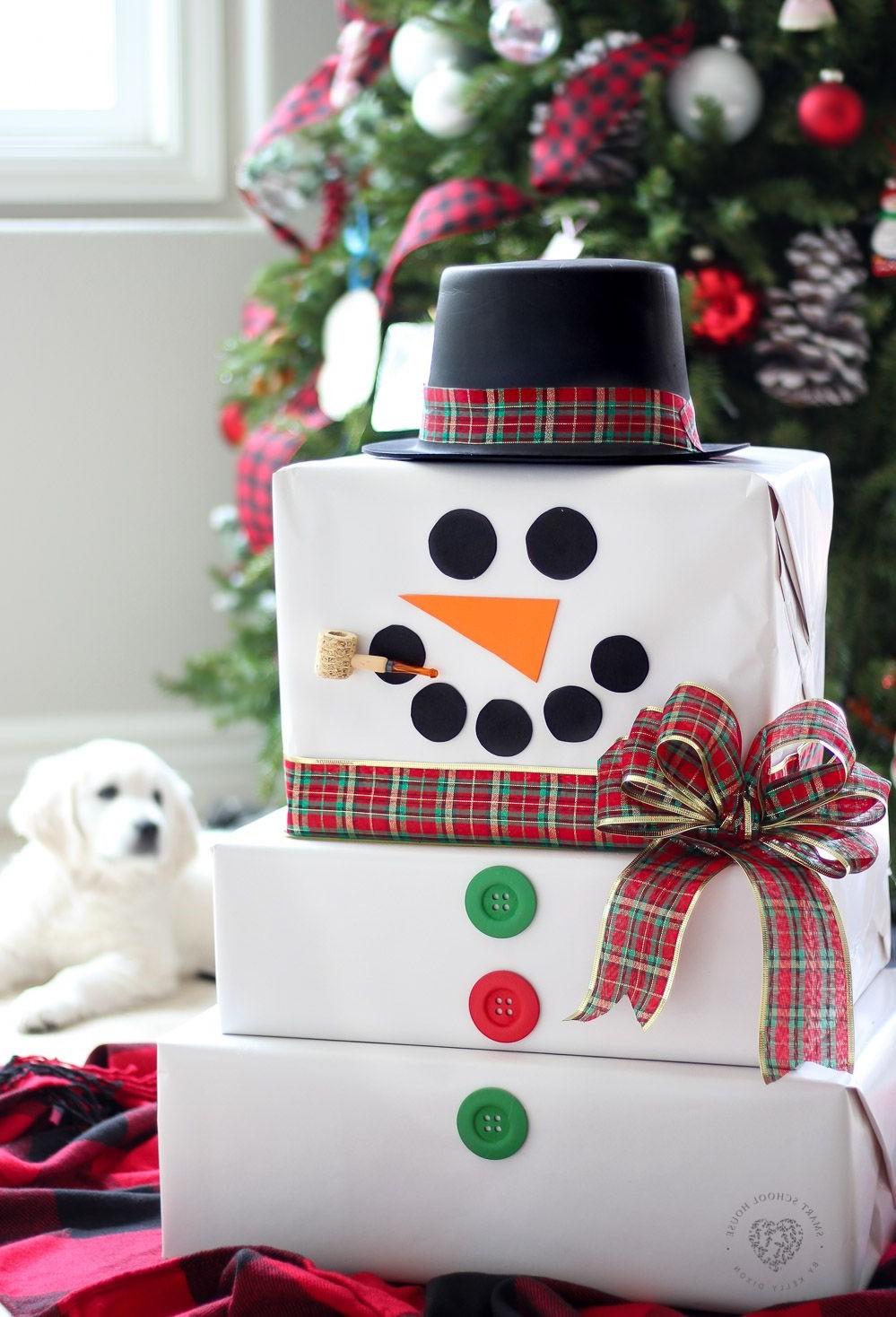 Comment faire un paquet cadeau original? Fabriquez ce bonhomme de neige en carton!