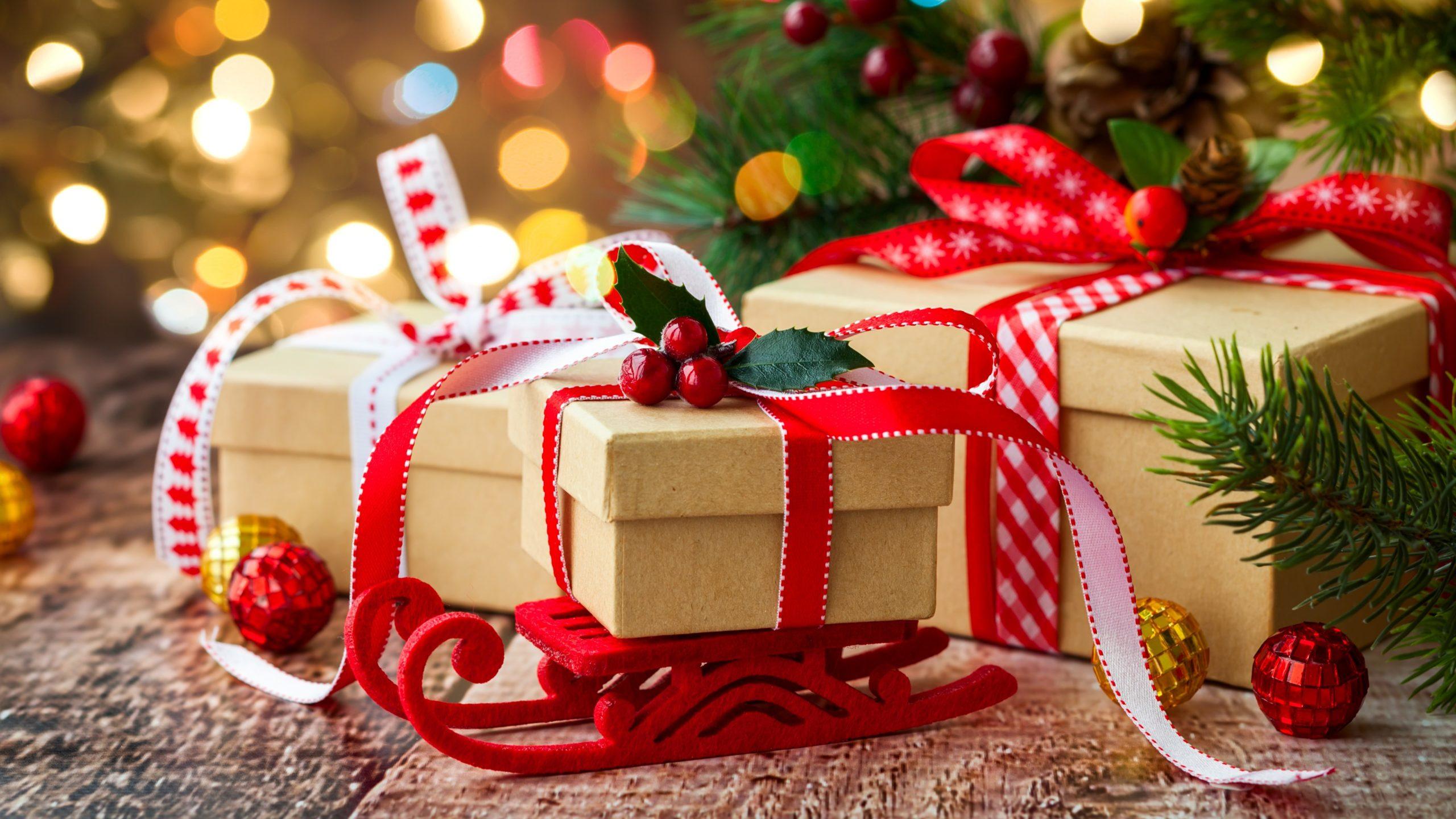 Paquets cadeaux simples mais originaux.