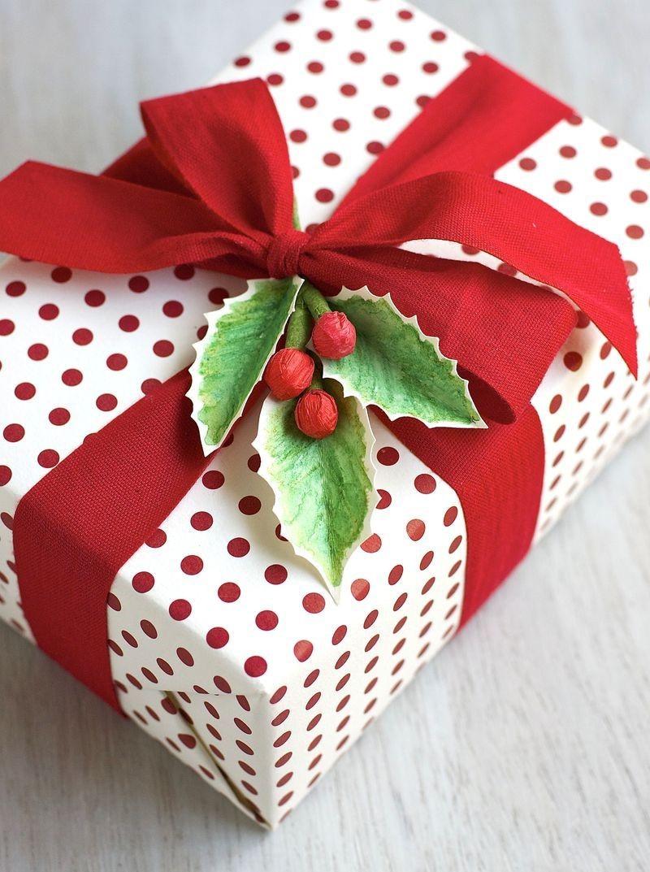 Comment paire un paquet cadeau original? Ajoutez des petits accents comme celui-ci.