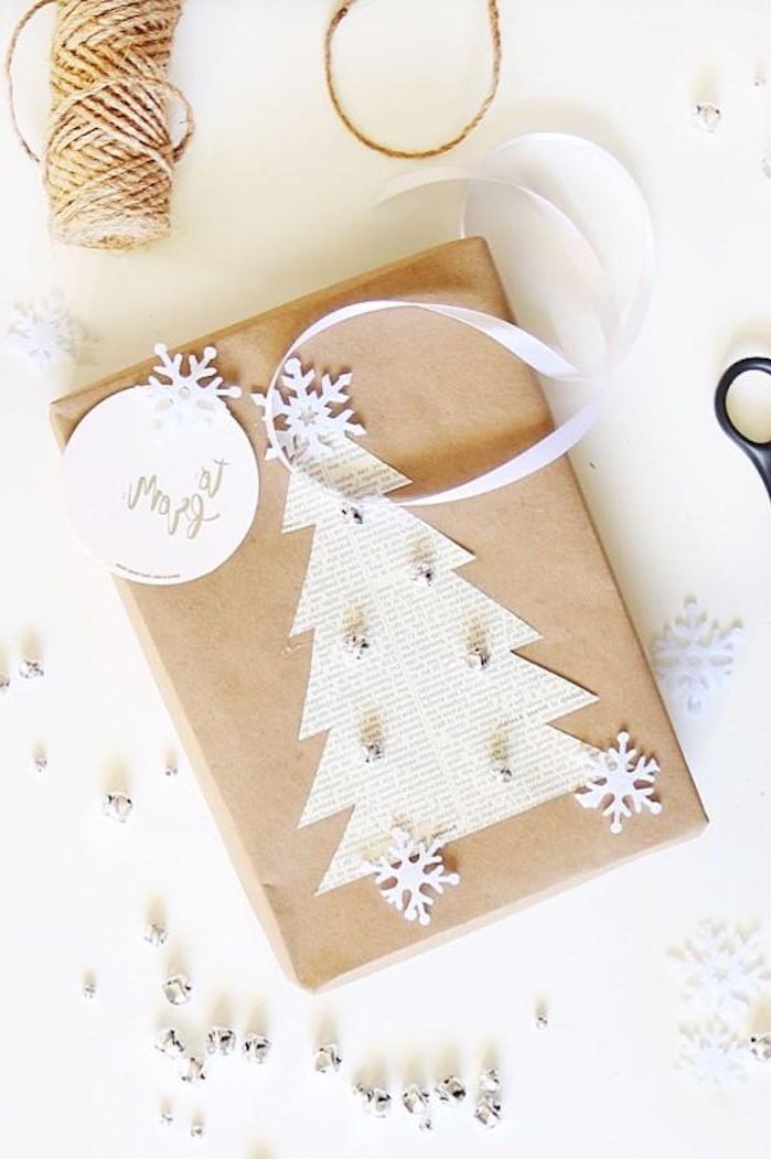 Idée d'emballage cadeau avec du papier kraft.