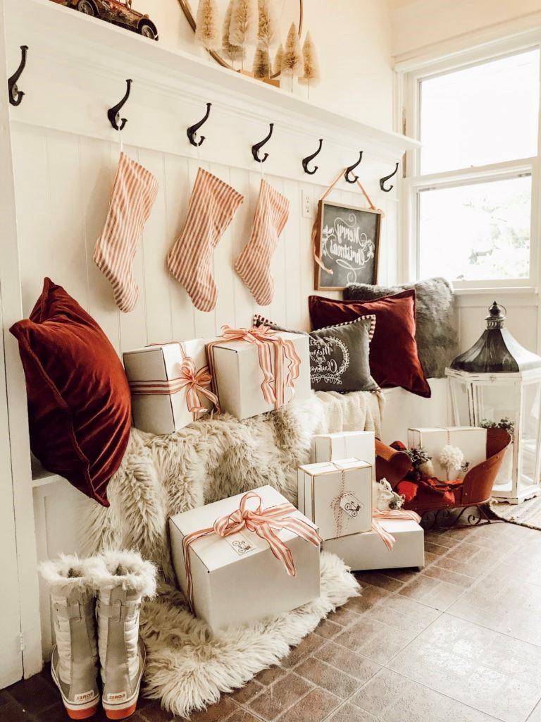Enfin, intégrez les cadeaux à votre décoration de Noël!