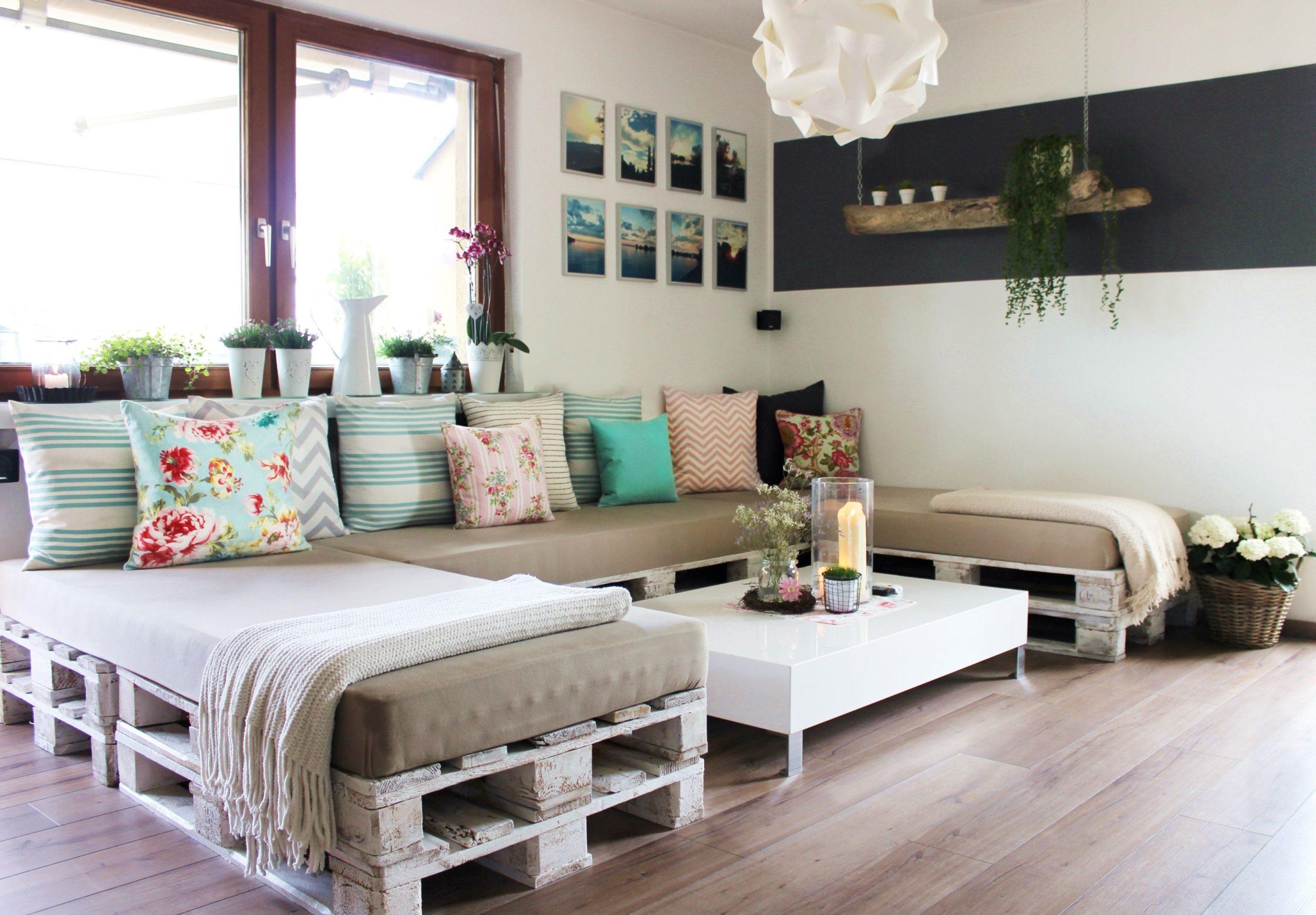 Déco en palette: canapé pour votre salon.