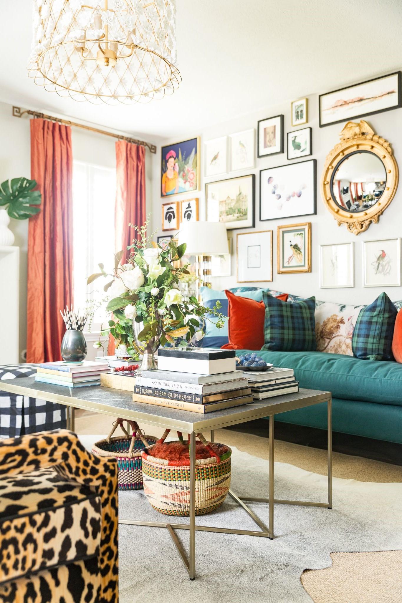 Le secret de cette tendance est de trouver un équilibre malgré les différentes couleurs et tailles du décor.