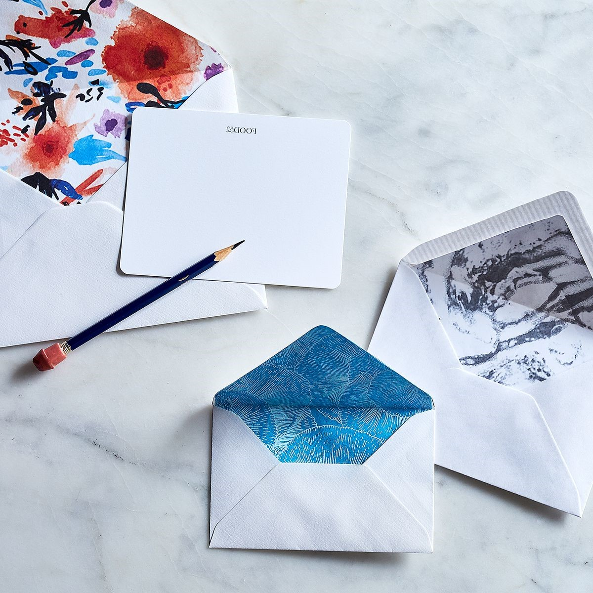 Enveloppes multicolores.
