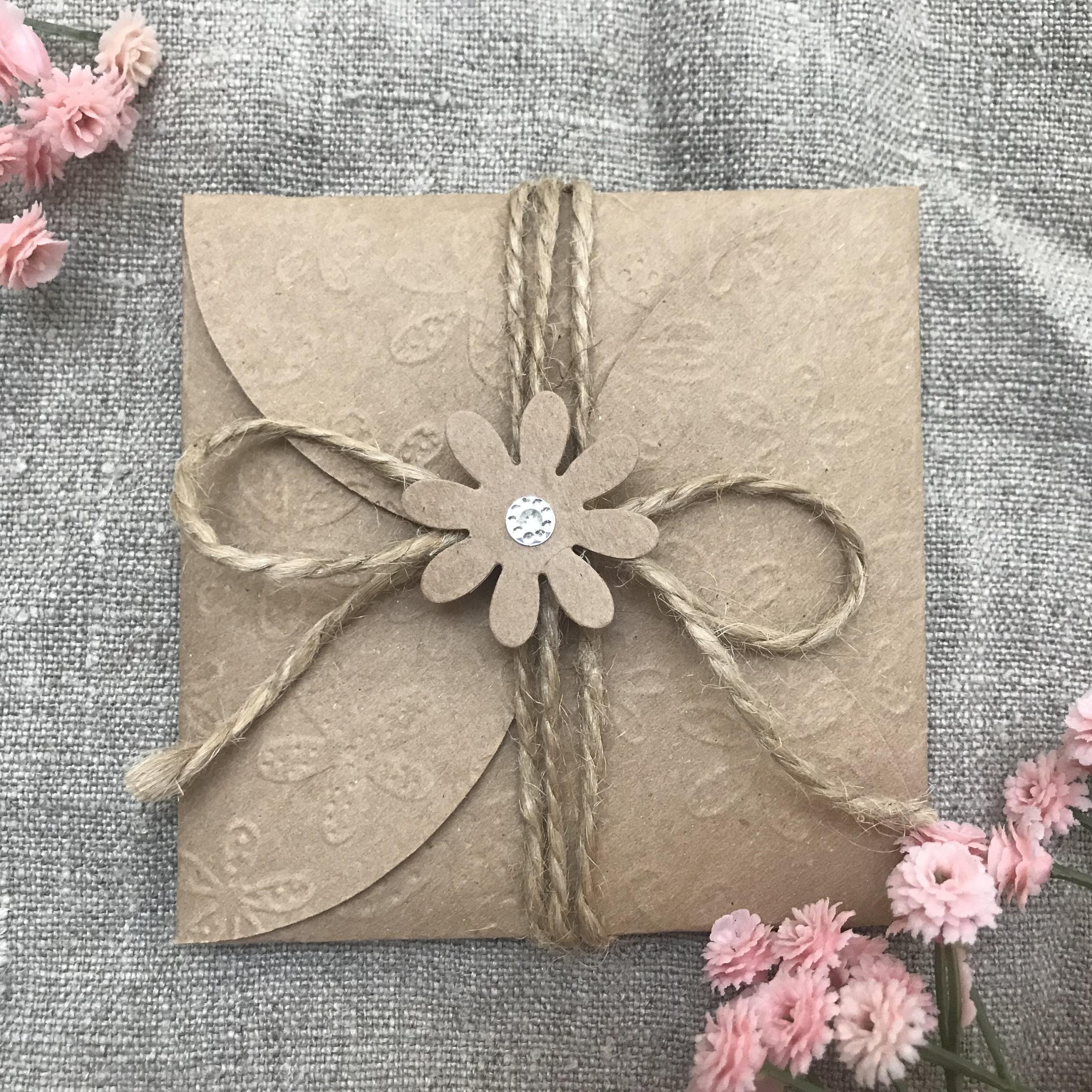 Enveloppe en papier kraft brun.