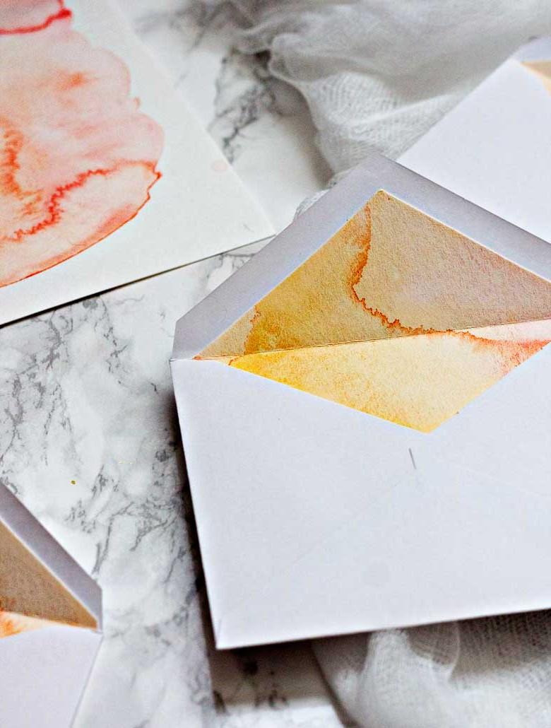L'effet marbre à l'intérieur de votre enveloppe émerveillera le destinataire.