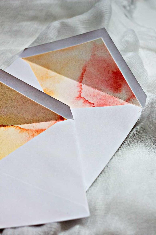 Enveloppes bicolores.
