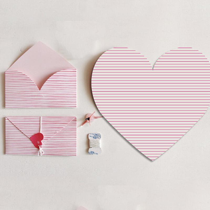 Enveloppe en forme de coeur.