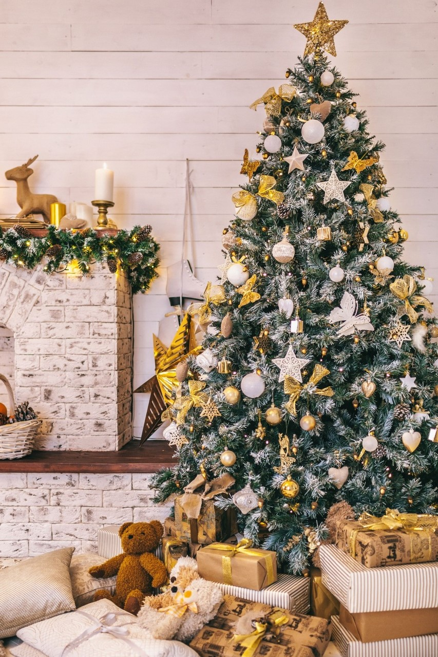 Déco de Noël GiFi: suspensions et étoile de sapin.