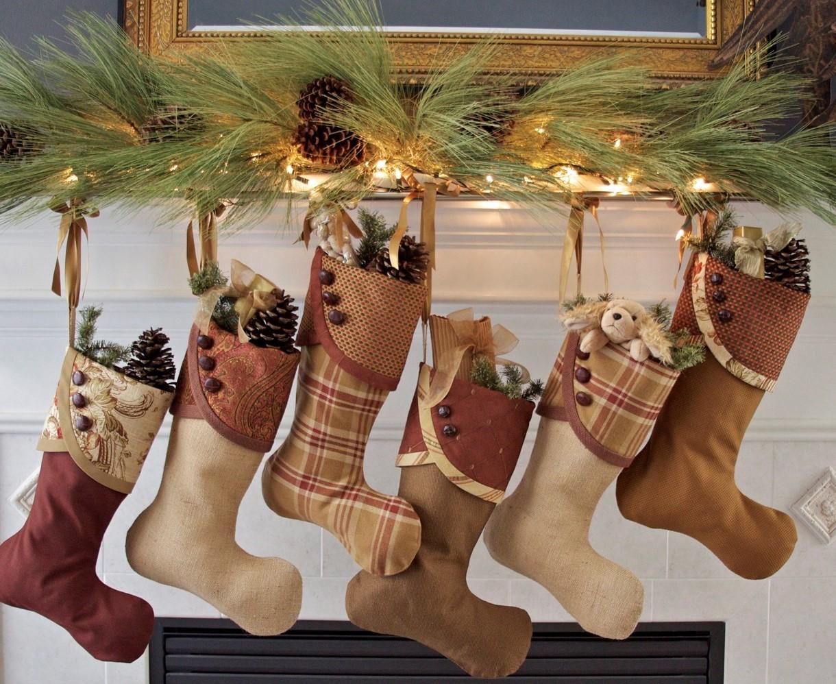 Déco de Noël GiFi: chaussettes de Noël assorties.