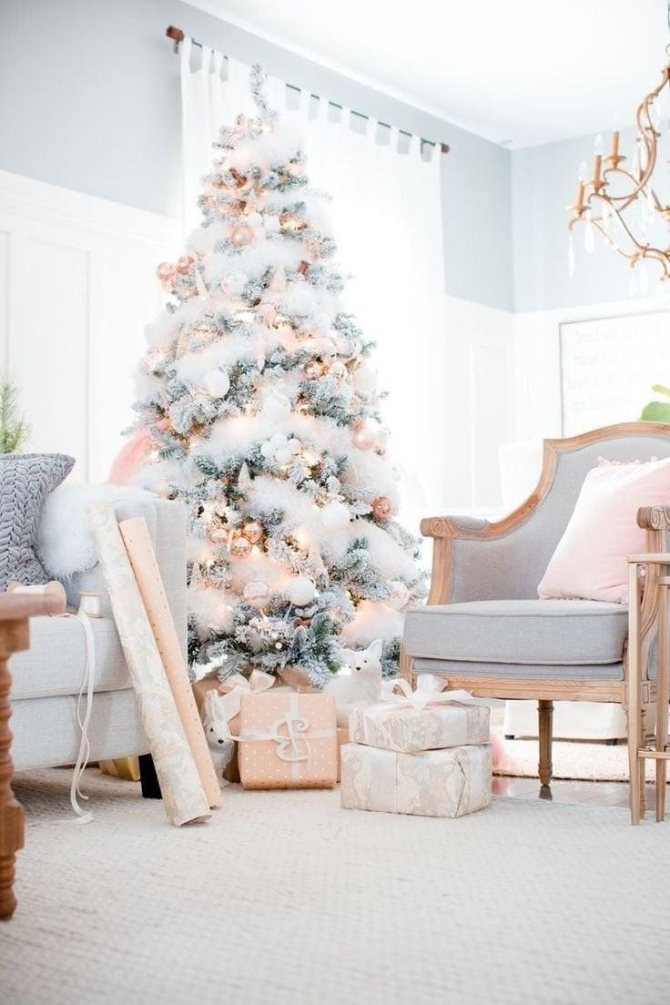 Déco de Noël GiFi: guirlande blanche fil argenté à partir de 3 €.