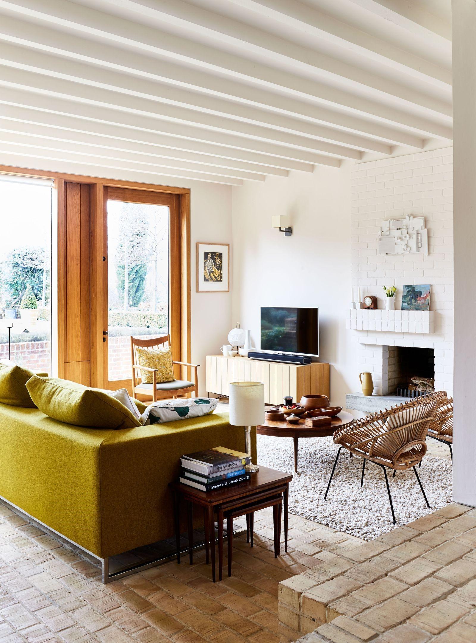 Idées déco de salon: canapé moelleux aux couleurs vives.