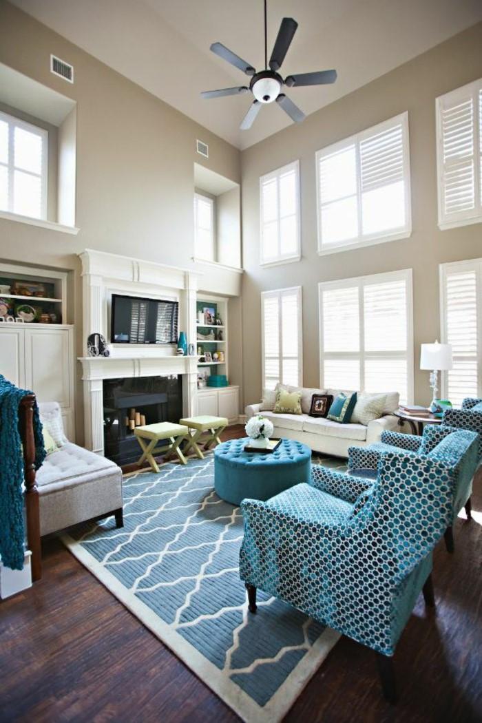 Idées déco de salon: choisissez une seule teinte que vous aimez et peignez les murs d'un beige apaisant.