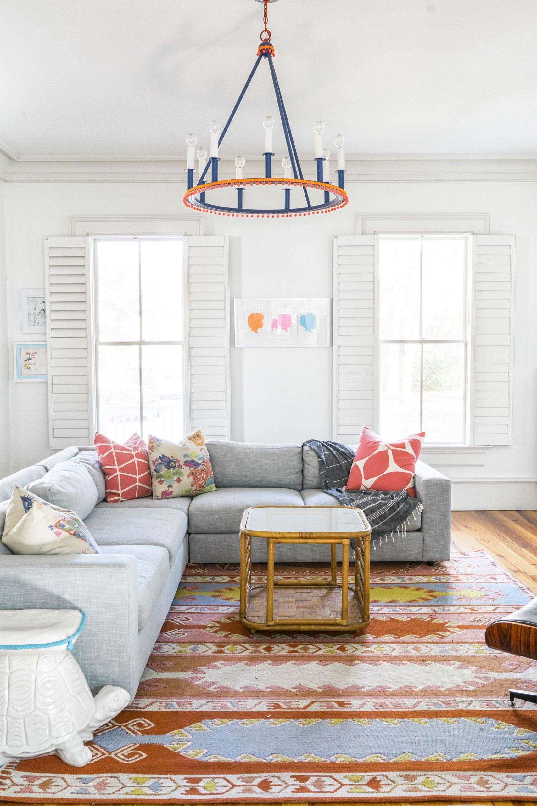 Mettez à jour un luminaire peu attrayant et obsolète avec quelques couches de peinture.