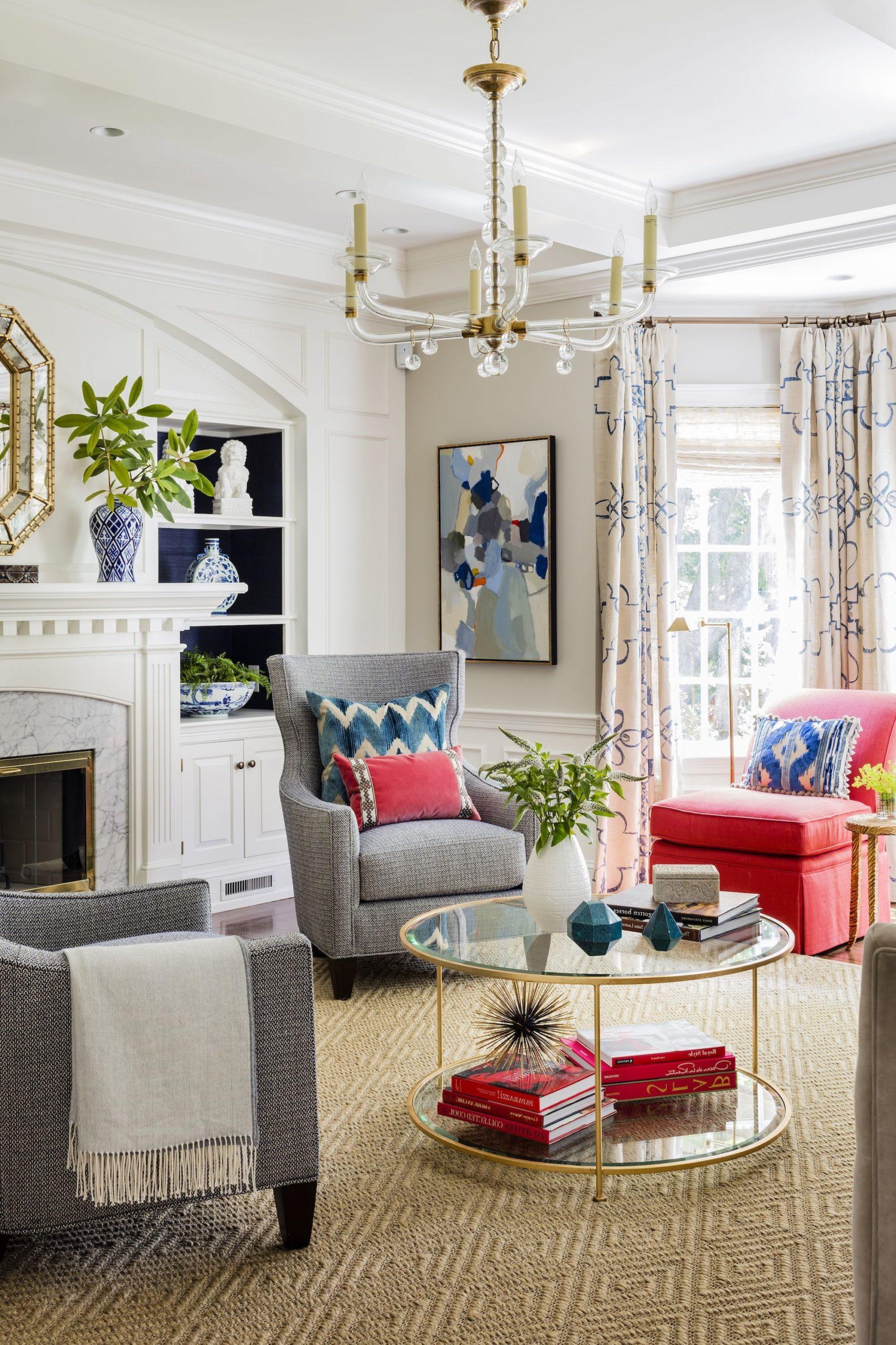 Essayez d'inclure au moins un meuble rond dans votre salon.