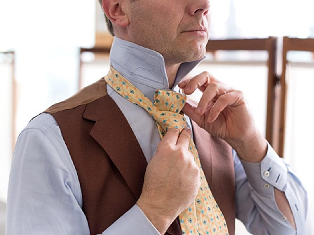 Noeud de cravate simple.