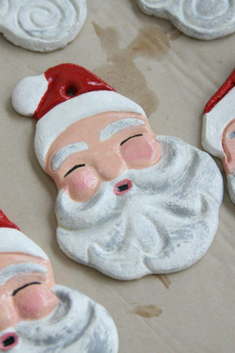 Empreinte en pâte à sel en forme de Père Noël.