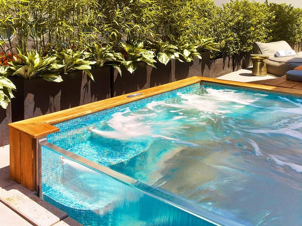Cependant, on peut dire une chose avec certitude: installer une piscine semi-enterrée est plus difficile que d'installer une piscine hors sol.