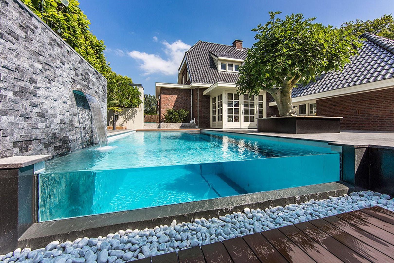 Sauf si le projet est très simple ou si vous avez des compétences sérieuses, une installation professionnelle est recommandée pour une piscine semi-enterrée.