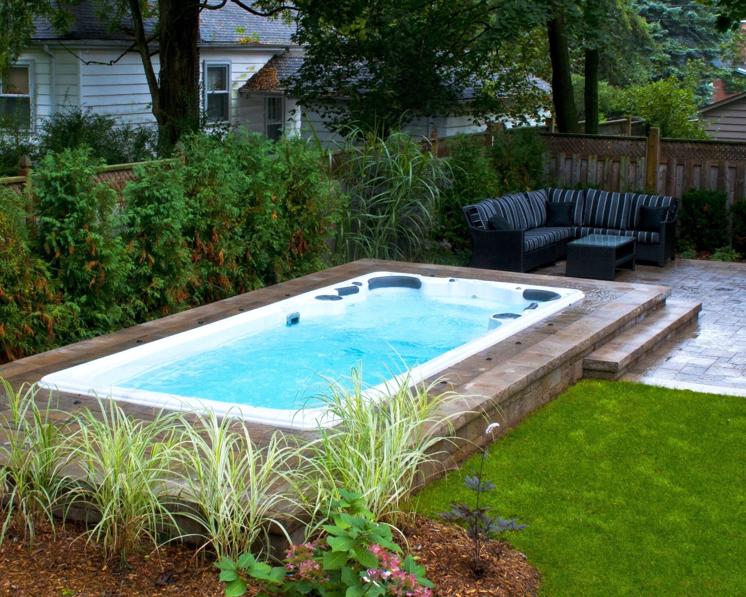 Idées et options d'installation de piscine semi-enterrée.