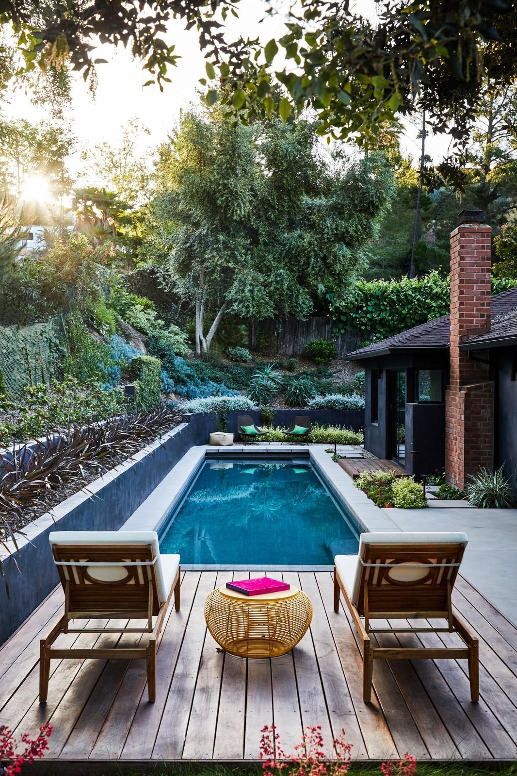 Pour ceux qui vivent sur une colline ou une pente, l'installation d'une piscine creusée traditionnelle peut être impossible.