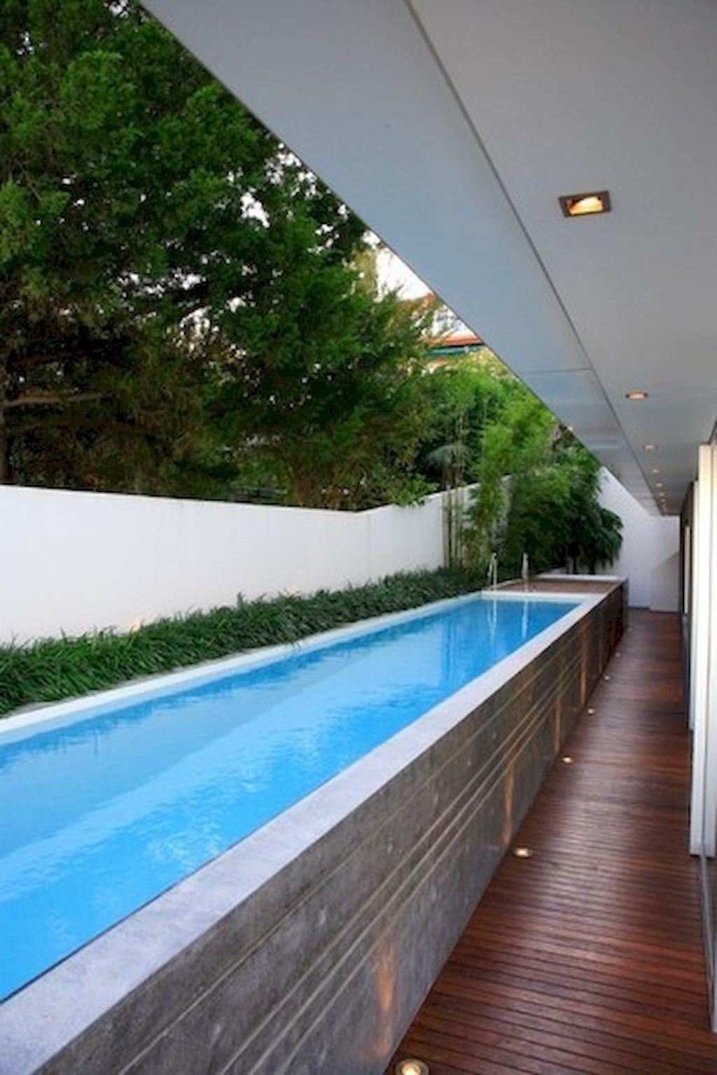 De cette façon, le dessus de la piscine peut être uniforme et au ras du sol, empêchant ainsi les débris et le sol environnant de remplir votre piscine après la pluie.