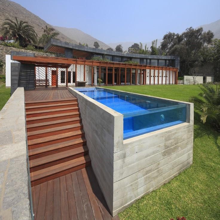 Cela peut rendre difficile l'installation d'une grande piscine lorsque le sol sous votre maison est parfois rocheux ou difficile à creuser.