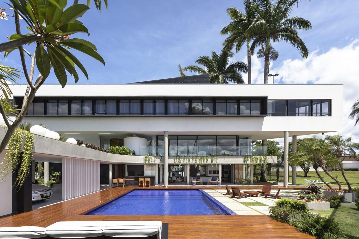 Les propriétaires avec un sol très rocheux optent souvent pour une piscine hors sol.