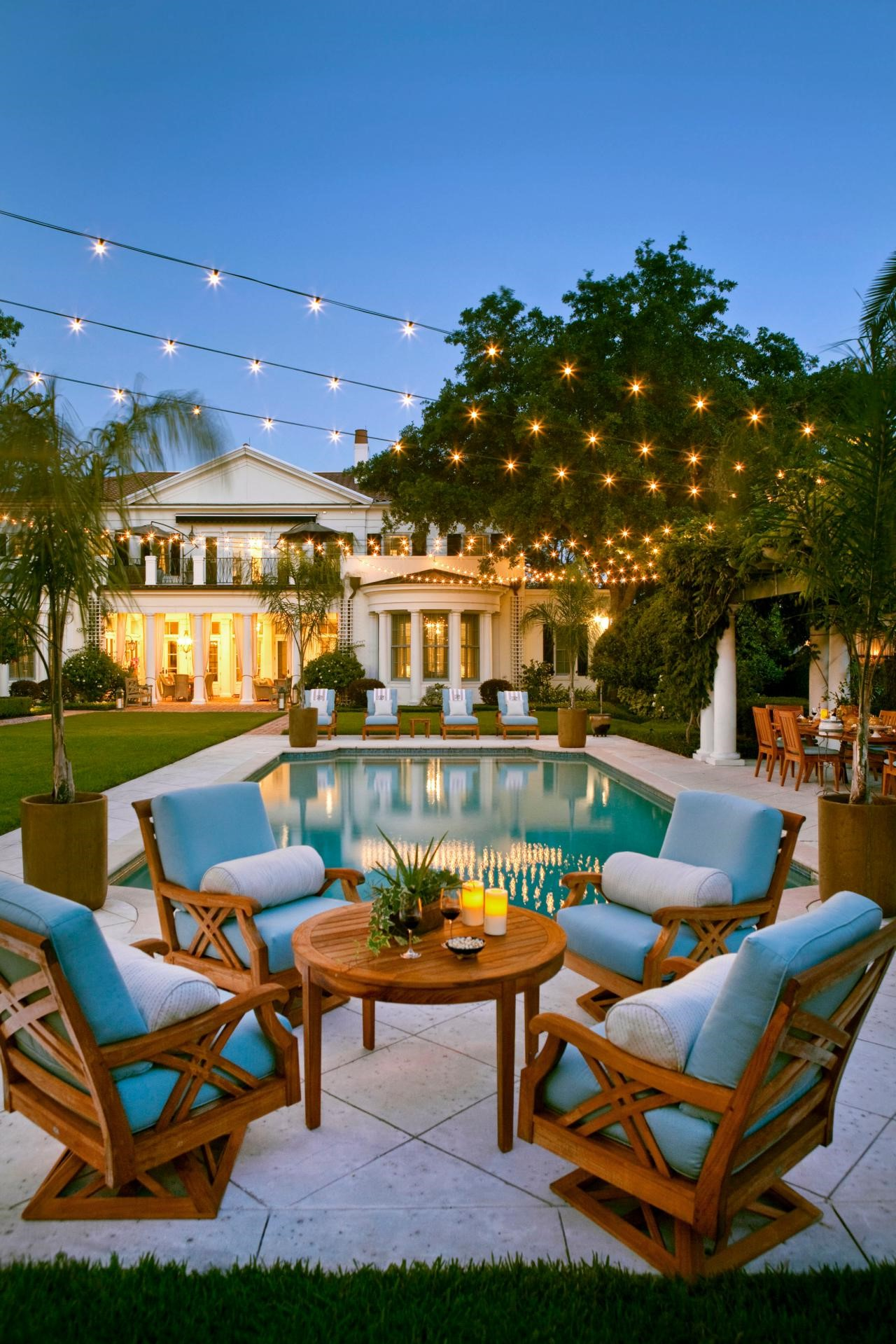 Les piscines semi-enterrées sont particulièrement belles avec une terrasse autour!