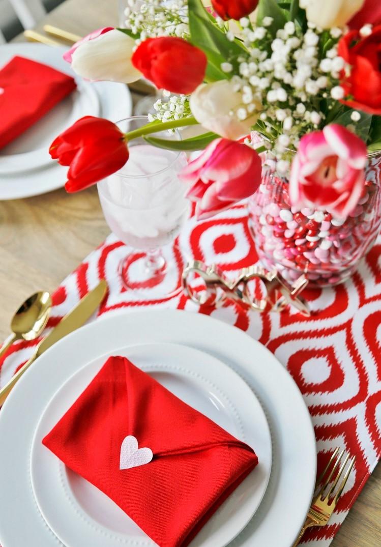Pliage de serviettes pour le jour de la Saint Valentin.