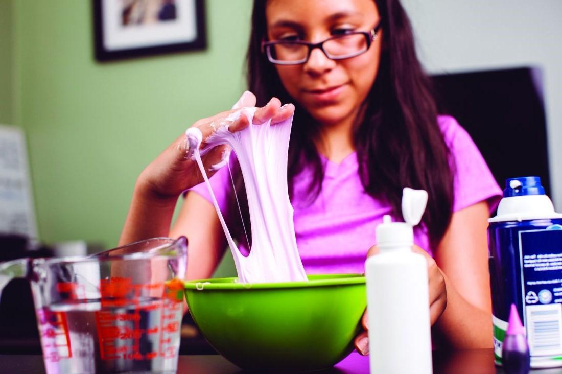 Tuto d'activité manuelle: slime à fabriquer à la maison.