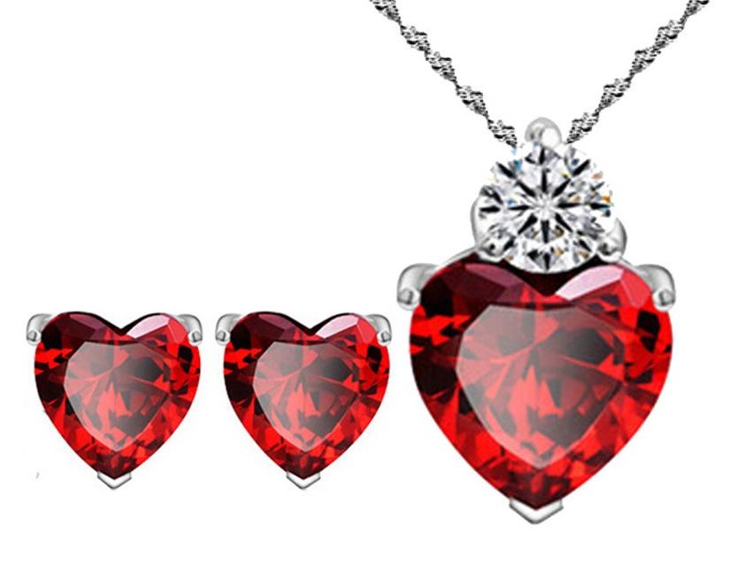 Des bijoux Saint Valentine avec des coeurs rouges