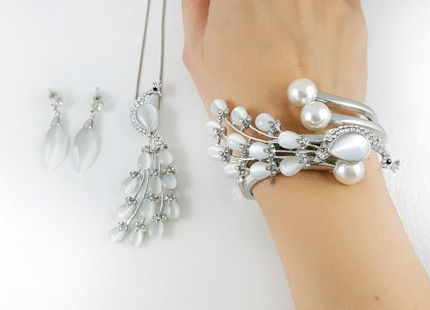 Des bijoux Saint Valentine - un essemble en trois parties