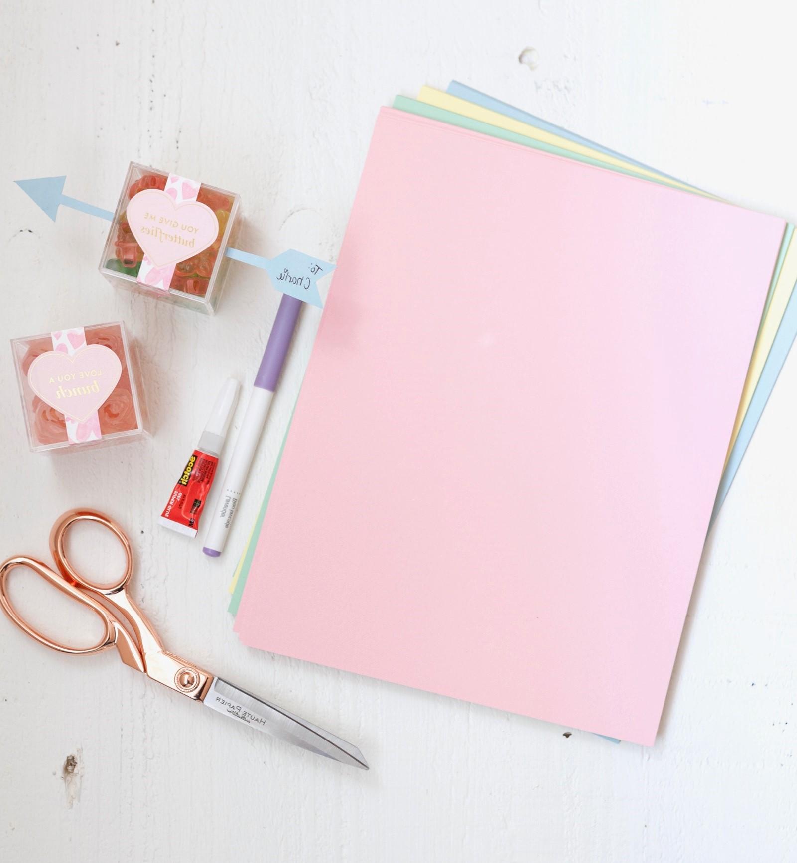Suivez le tutoriel pour savoir comment réaliser une boîte cadeau.