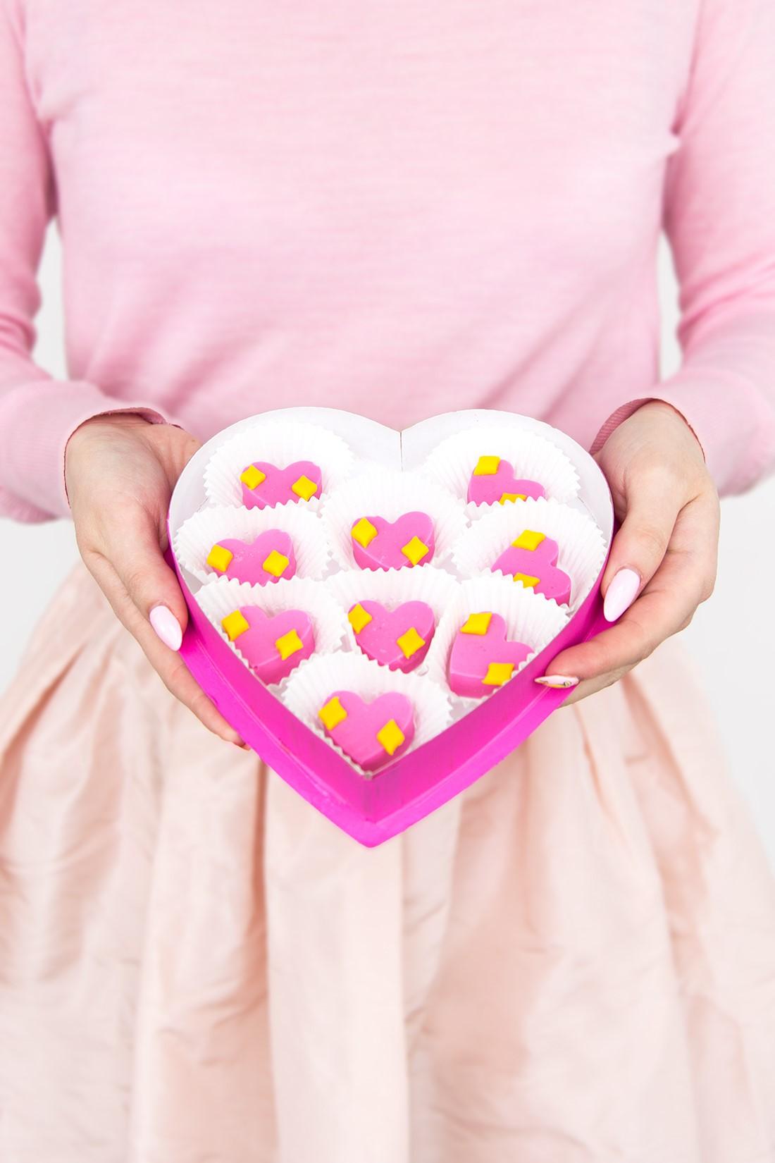 Boîte de chocolat en forme de coeur pour la fête des amoureux.