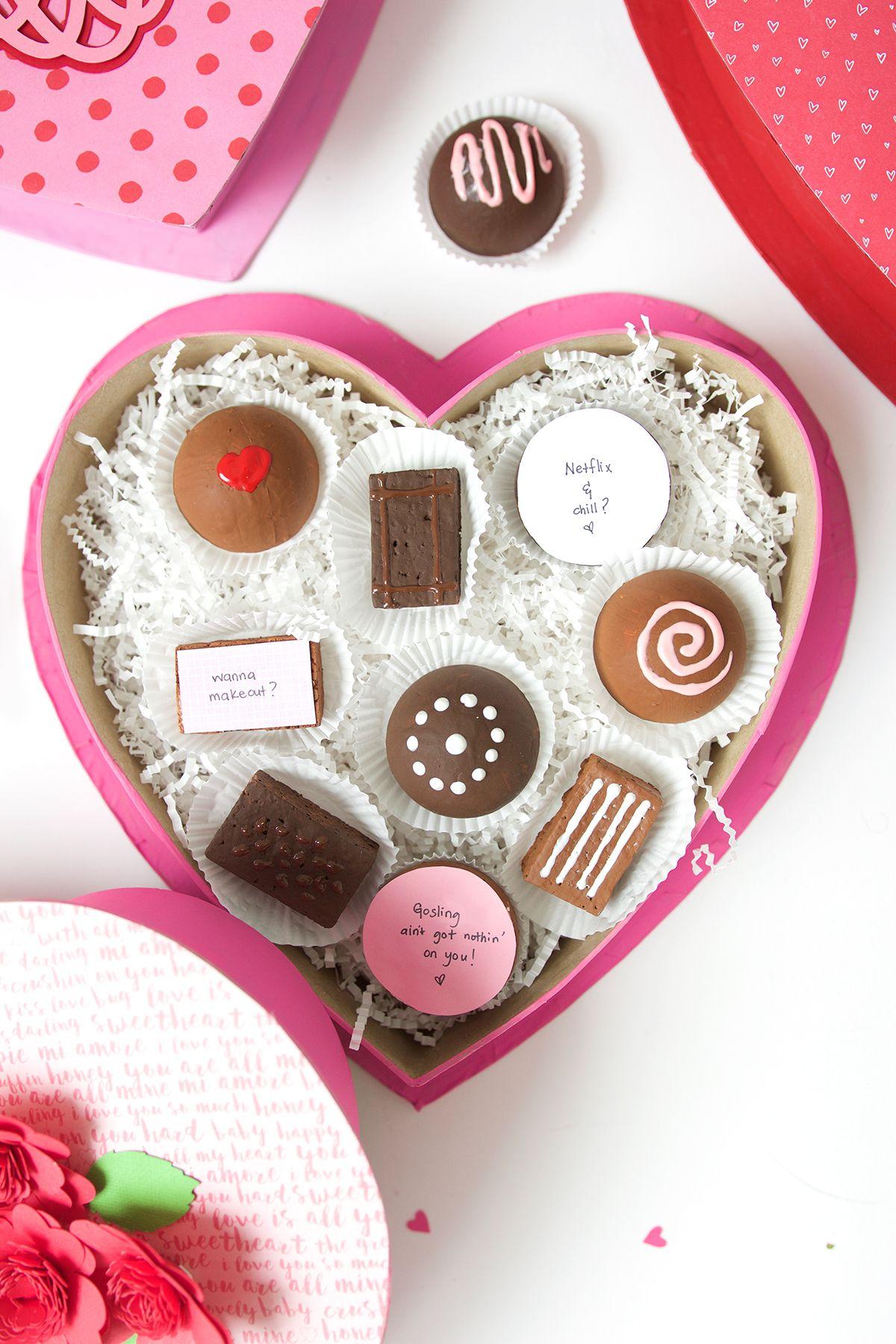 La tradition de la boîte de chocolat pour la Saint-Valentin se poursuit.