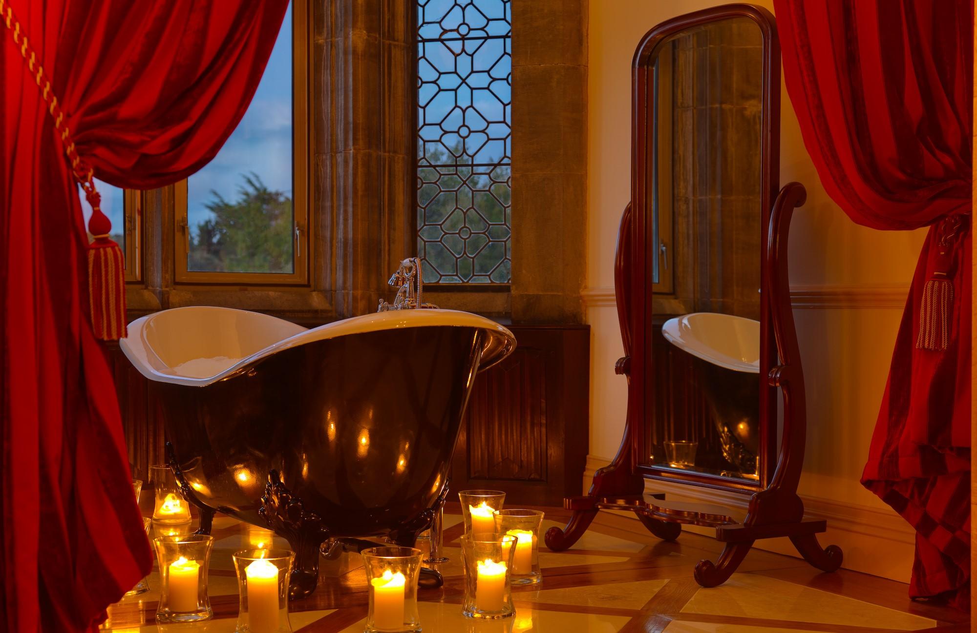 Créez une atmosphère romantique dans la salle de bain pour quelqu'un de spécial.