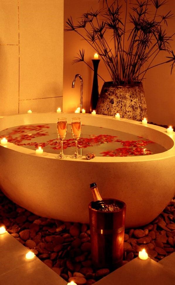 Salle de bain romantique pour la fête des amoureux.