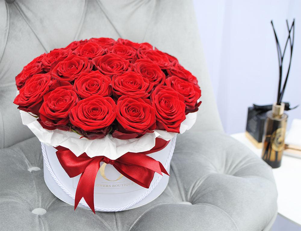 Boîte de roses rouges.