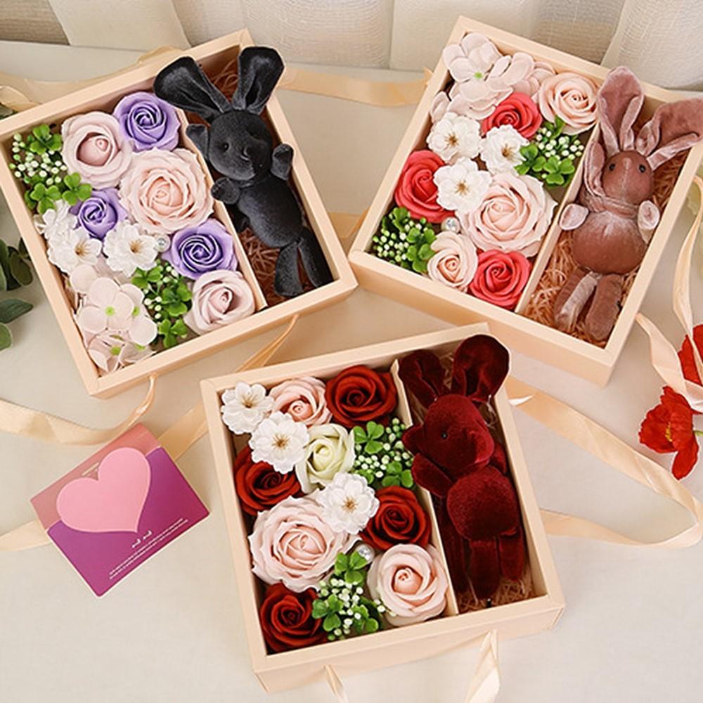 Boîte de fleurs romantique.
